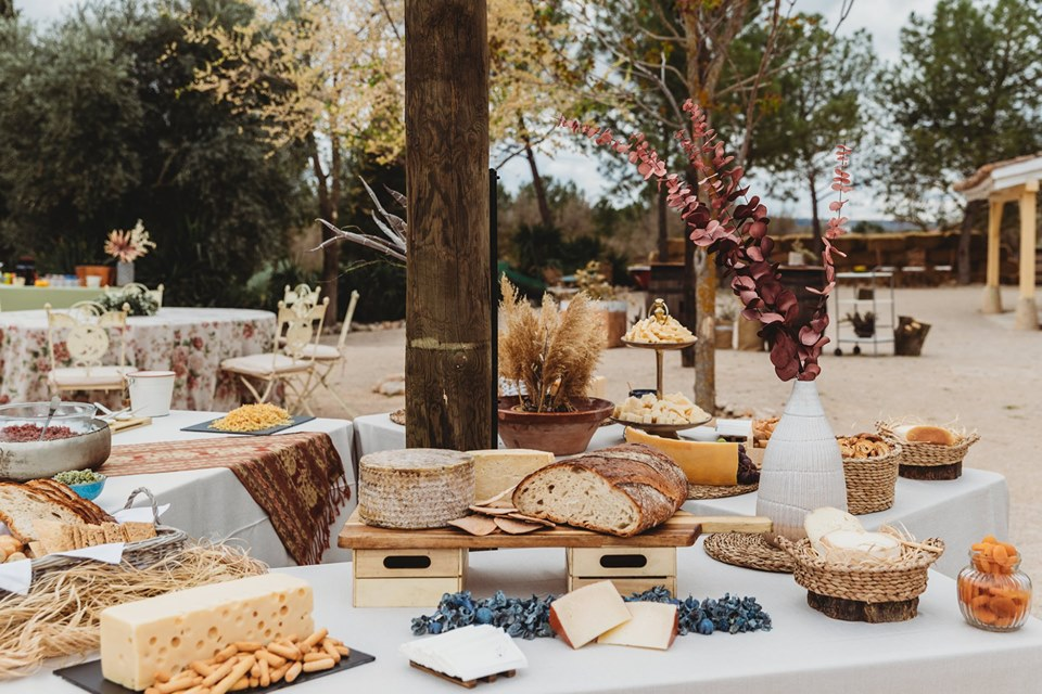 Barra de quesos para boda al aire libre